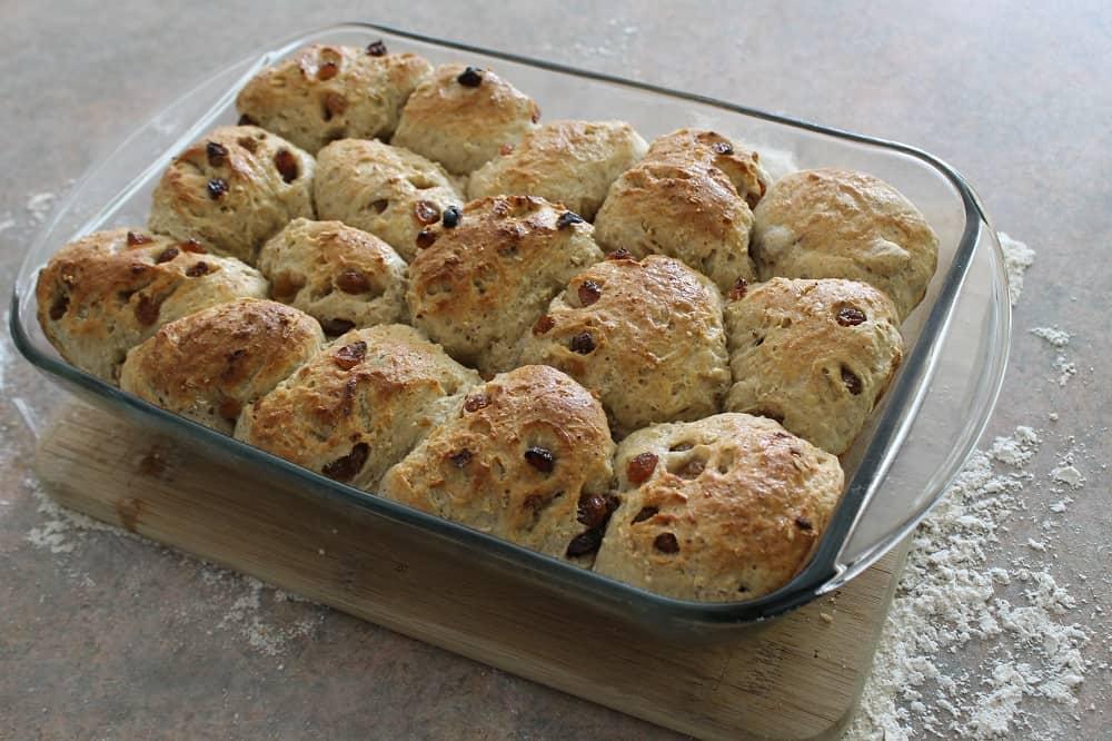 Cinnamon-raisin-oatmeal breakfast rolls