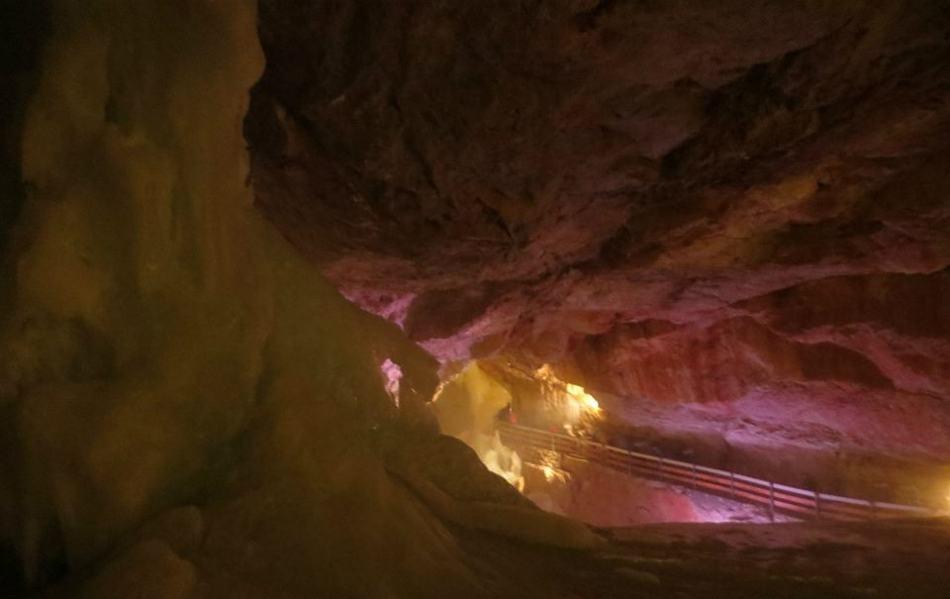 icecave (950x599)