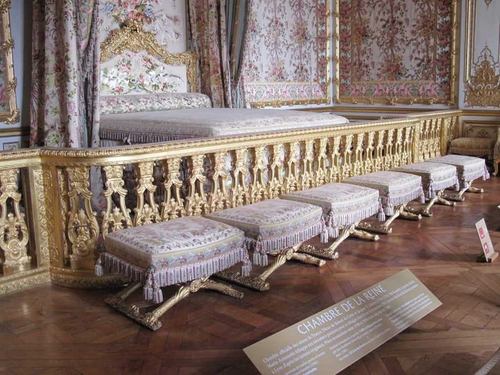 Versailles a glimpse into french royalty valises for Chambre de la reine versailles