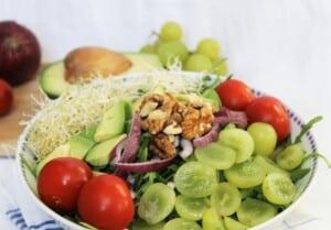 Salade de roquette aux raisins et aux noix de Grenobles