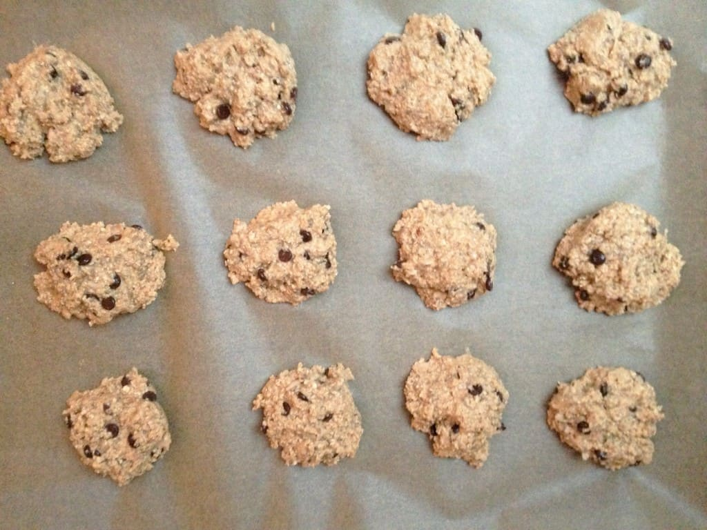 Chewy chocolate chip cookies with hidden white beans - healthy and vegan