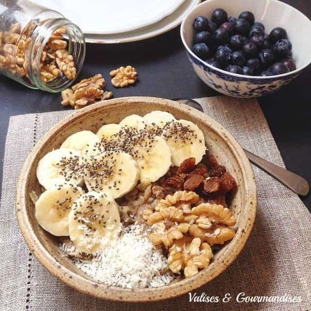 Vegan morning oatmeal - a healthy scrumptious breakfast