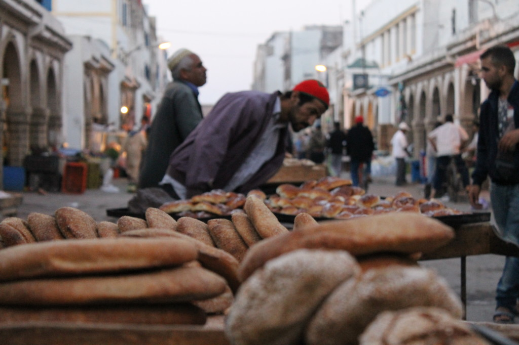Étals de pain à Essaouira
