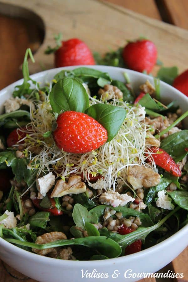 Salade au sarrasin rôti et aux fraises