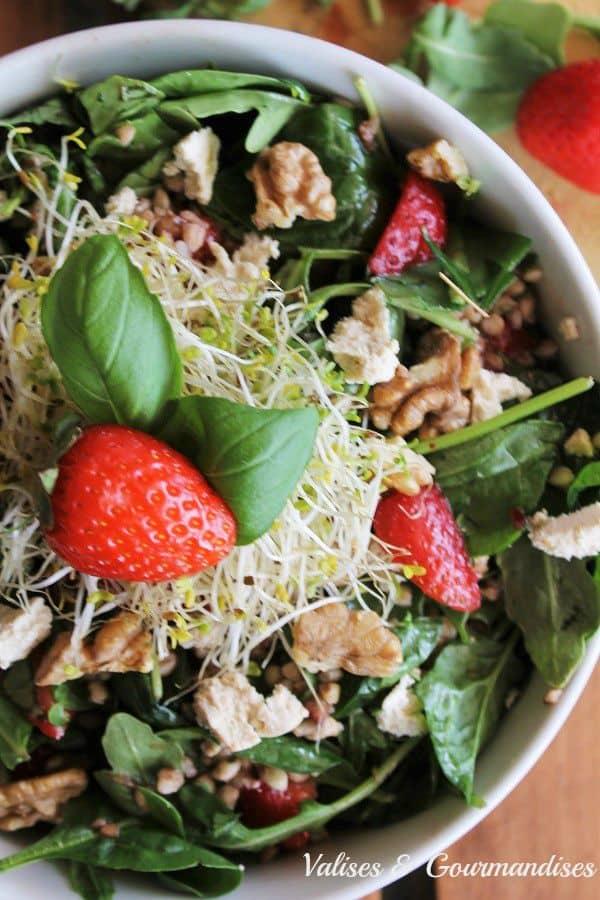Salade au sarrasin rôti et à la fraise