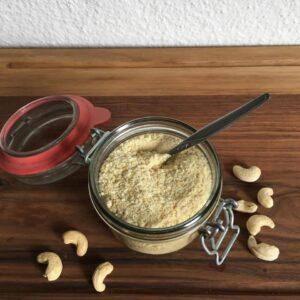 Ce parmesan cru aux noix de cajou est l'alternative parfaite à la version laitière! - Valises & Gourmandises