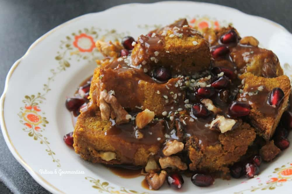 Vegan pumpkin French toast caramel with a maple-whisky caramel sauce