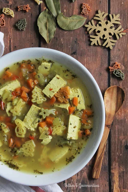 Soupe poulet et nouilles version végane et santé - Valises & Gourmandises