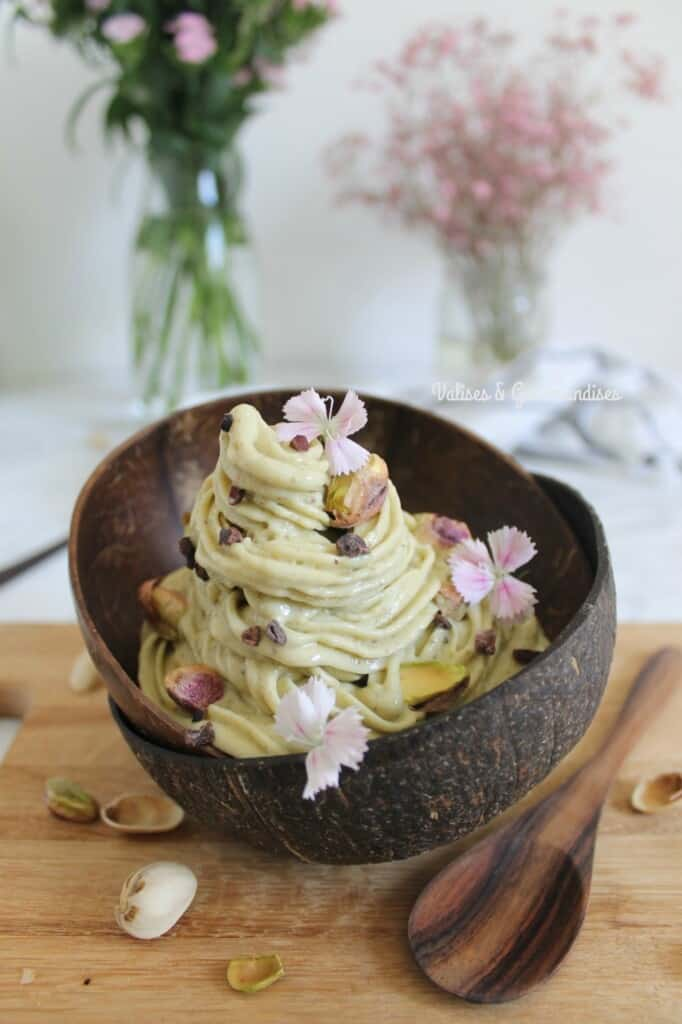 Vegan pistachio ice cream, only 4 ingredients for a decadent yet healthy treat!