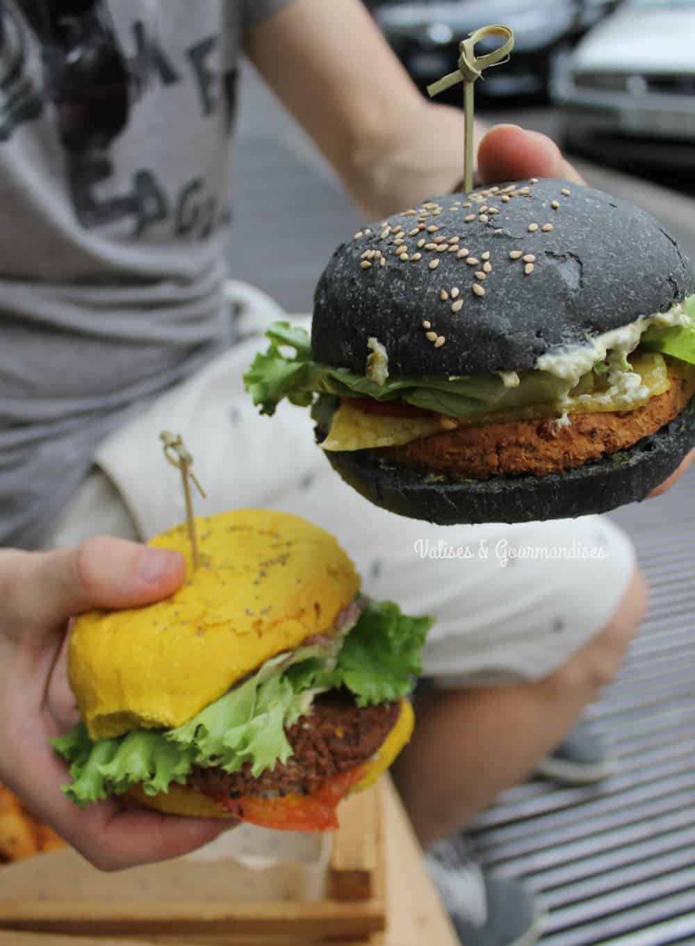 Flower Burger, an all-vegan burger restaurant in Milan!