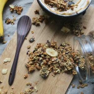 Granola chunky monkey, un savoureux mélange de banane, beurre d'arachide et chocolat!