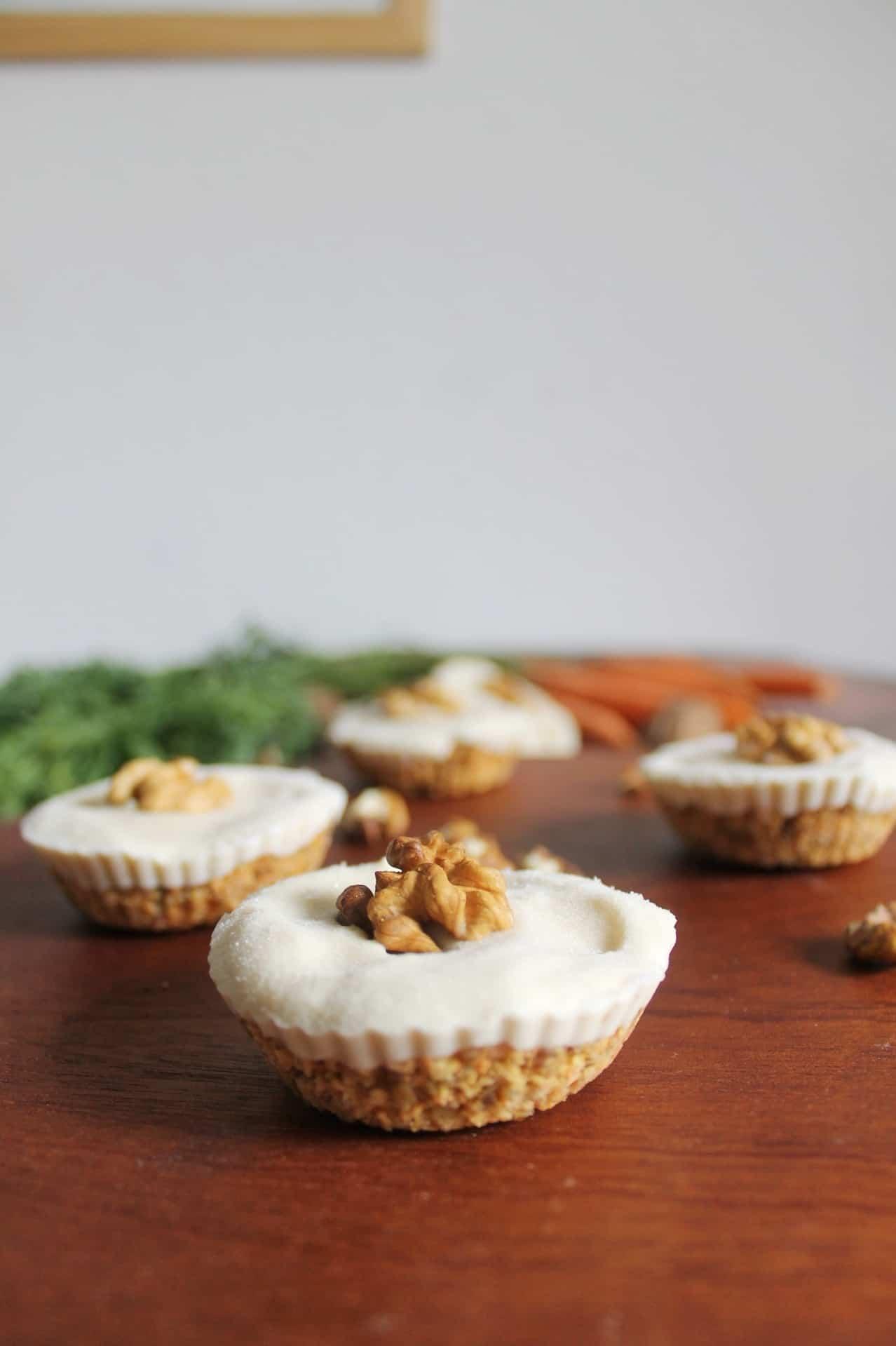 Cupcakes aux carottes crus avec cheesecake vegan