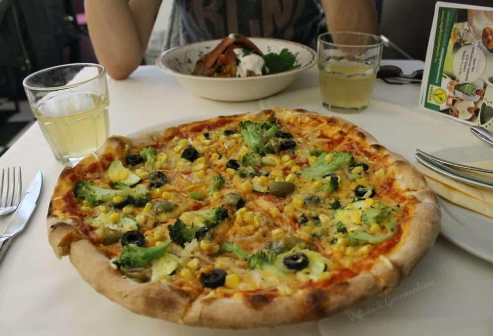 Vegan Pizza in Budapest - Valises & Gourmandises