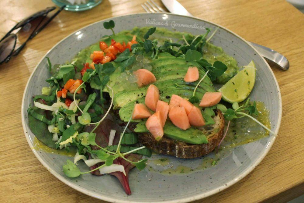 Vegan avocado toast at Szimply, Budapest