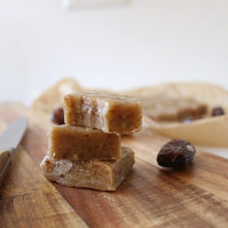 Vegan tahini & date fudge