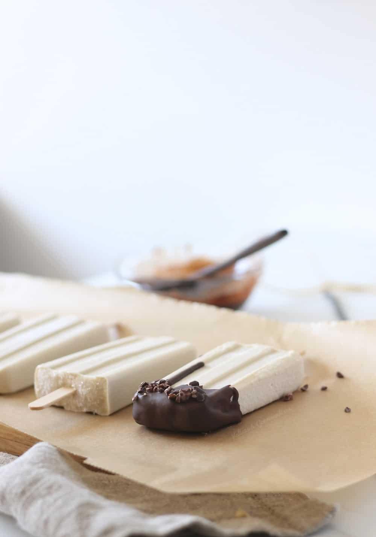 Popsicles véganes de cajou à la vanille