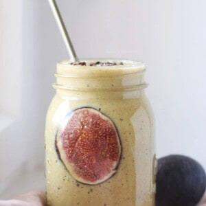 Milkshake végane à la banane et aux épices, avec option figues