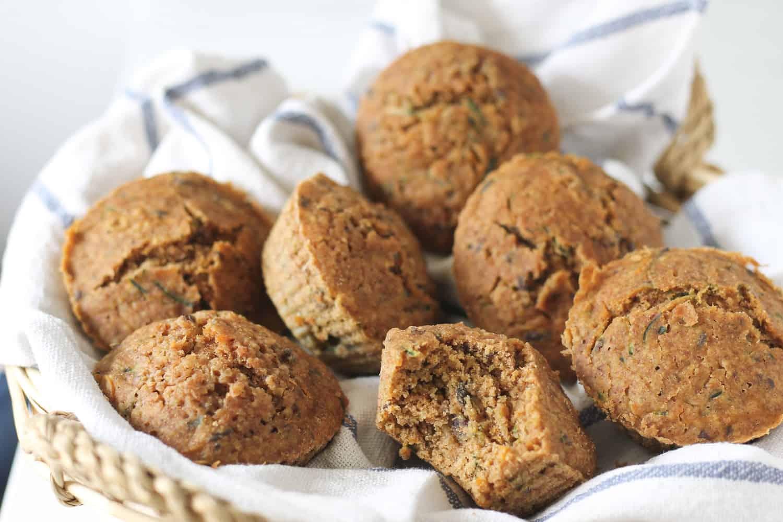 muffins au zucchini et aux carottes vegan - sans gluten et faible en gras & en sucre